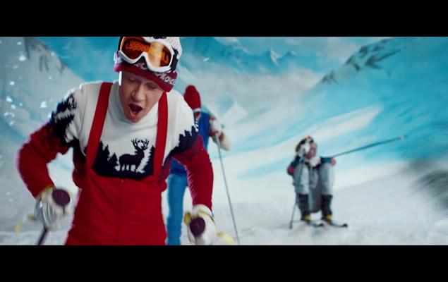 white-ski-goggles-niall-horan-one-direction-kiss-you