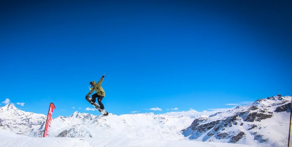 snowboarder-jump01