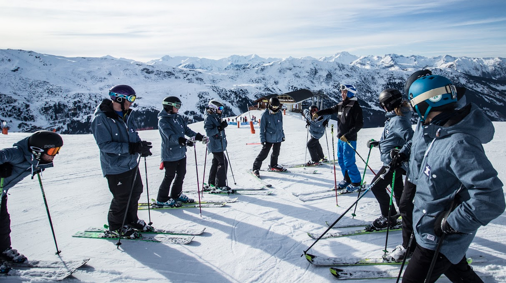 TOP TIPS FOR BEGINNER SKIERS AND SNOWBOARDERS